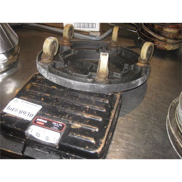 PELOUZE 250LB FLOOR SCALE AND GARBAGE WHEELS
