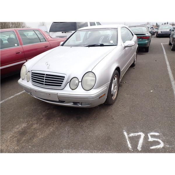 2001 Mercedes-Benz CLK320