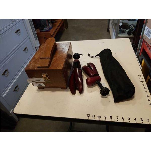 2 SHOE FORMS AND WOOD SHOE SHINE BOX