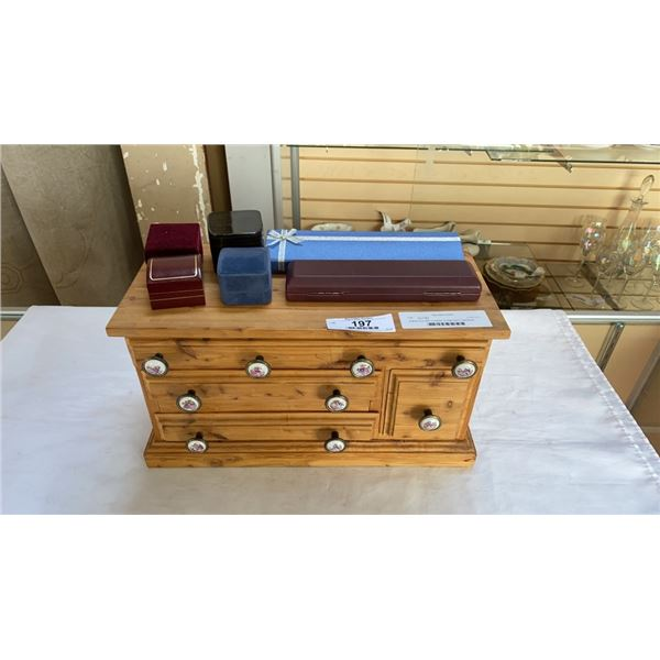 Jewelry box with contents, 4 rings and 2 necklaces