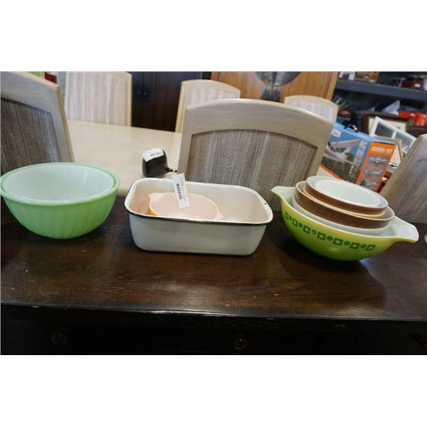 LOT OF PYREX BOWLS, FIRE KING BOWL, ENAMELED DISH AND