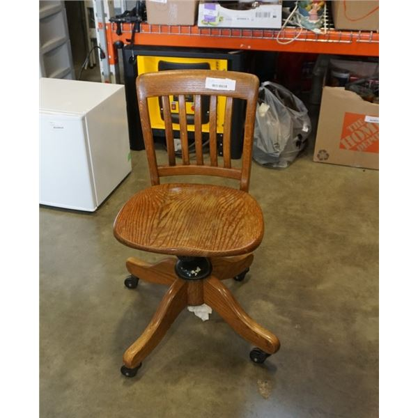 VINTAGE OAK ROLLING OFFICE CHAIR