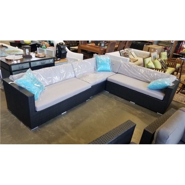 OUTDOOR GIANT L SECTIONAL WITH 3 THROW PILLOWS - ONE CUSHION HAS DAMAGED ZIPPER