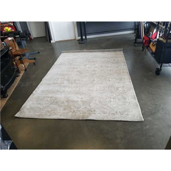 GREY AREA CARPET - APPROX 6 X 9 FOOT