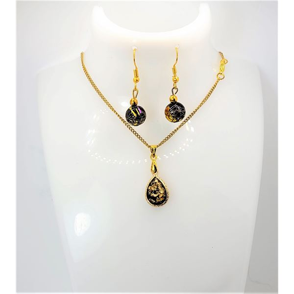 24)GOLD TONE TEARDROP SHAPED GLASS WITH