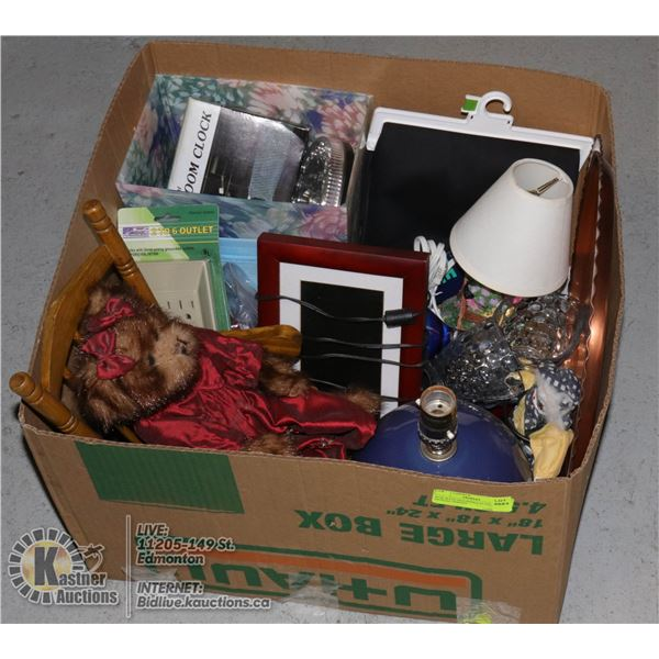 BOX WITH HOUSEHOLD ITEMS INCL. DIGITAL PHOTO
