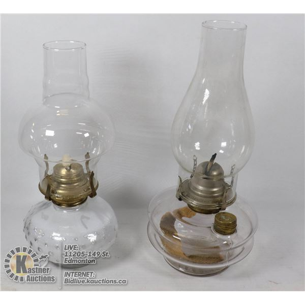 2 VINTAGE OIL LAMPS - STAND 13'' TALL