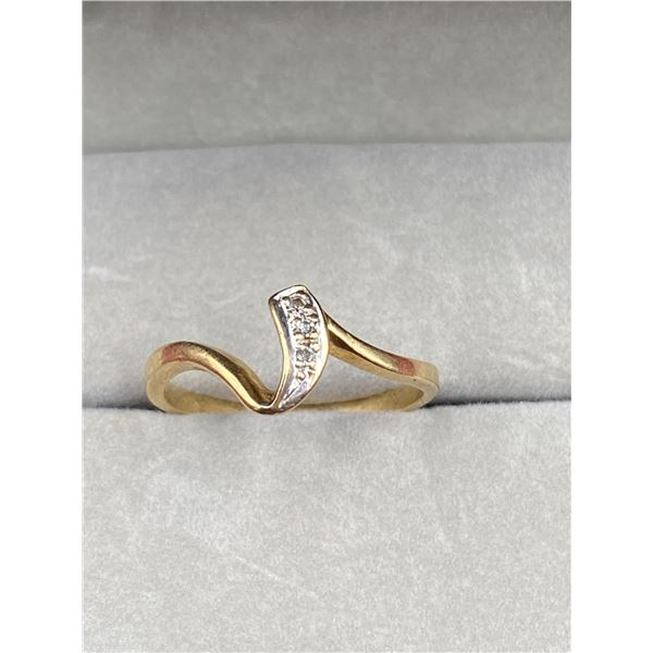 10K YELLOW GOLD RING WITH DIAMONDS