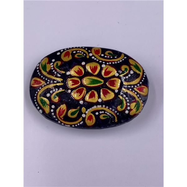 EXQUISITE AFRICAN MEENA ART ON QUALITY NATURAL ROUGH SAPPHIRE 386.70CT, 53 X 37 X 19MM, MADAGASCAR