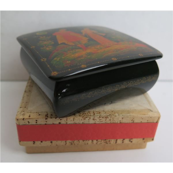 """Russian Lacquered Trinket Box, Square Hand Painted w/Authentication, 2.5""""x 2.5"""""""