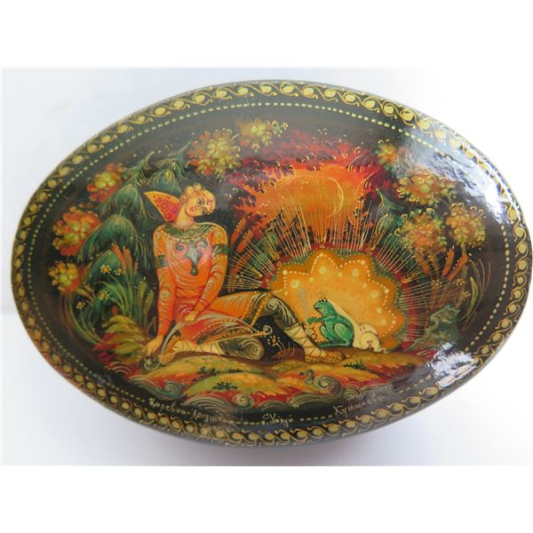 """Russian Lacquered Trinket Box, Oval Hand Painted Signed 3.75"""" W"""