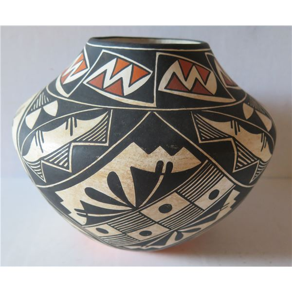 """Native American Indian Acoma Pueblo Clay Vase, Signed 8"""" Tall"""