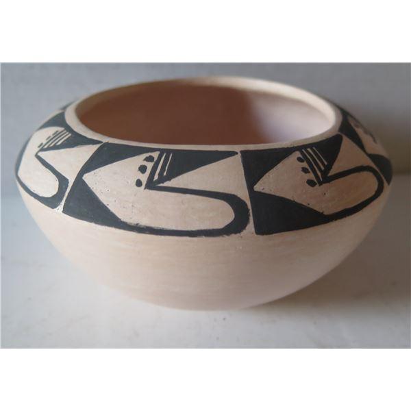 "Native American Indian Pueblo Clay Bowl, Signed MDV 6"" Dia"