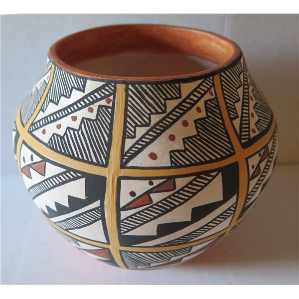"""Native American Indian Acoma Pueblo Clay Vase, Signed MDV 7"""" Tall"""