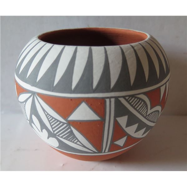 "Jemez Pueblo Pottery Bowl, Gray Slip Design Signed Mary Small 4"" Tall"