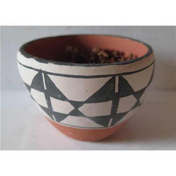 """Native American Indian Clay Bowl, Black/White Handpainted Signed 3"""" Tall"""