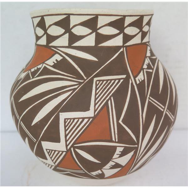 "Native American Indian Laguna Pueblo Clay Vase, Signed M Davis 6.5"" Tall"