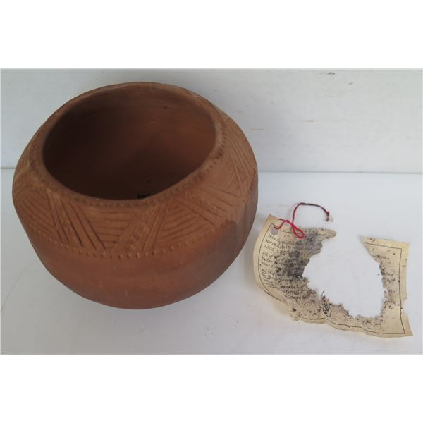 """Native American Indian 6 Nations Clay Pot, Inscribed Geometric Motif Signed RM 4"""" Tall"""