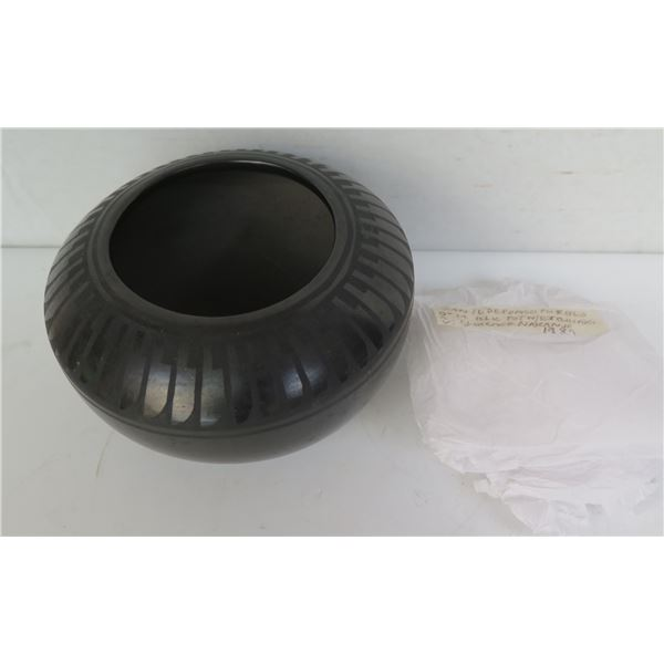 "Native American San Ildefonso Pueblo Ceramic Pot w/ Etching, Signed Florence Naranjo 3.5"" Tall"