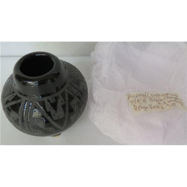 "Native American Indian Acoma Pueblo Ceramic Vase, Etched  Black Signed R Martinez 3.25"" Tall"