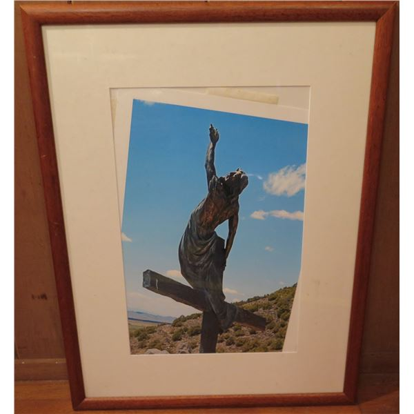 """Framed Art, Photo Jesus on the Cross, 19.5"""" x 26"""" (Picture Falling Out of Frame)"""