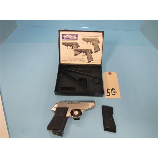 PROHIBITED:  Walther PPK/S .380ACP, semi auto pistol with 1 magazine, 83 mm barrel, serial S017xxx c