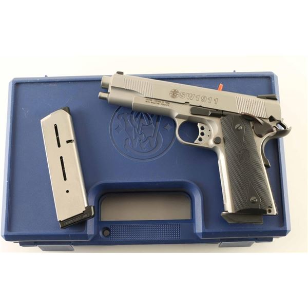Smith & Wesson SW1911 45acp SN: JRD5399