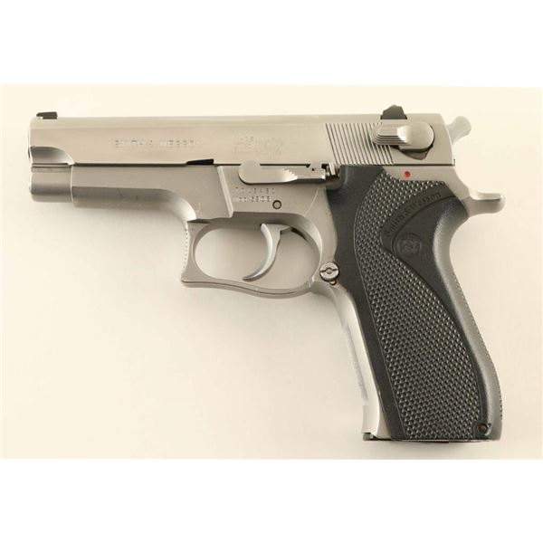 Smith & Wesson Model 5906 9mm SN: TDL5421
