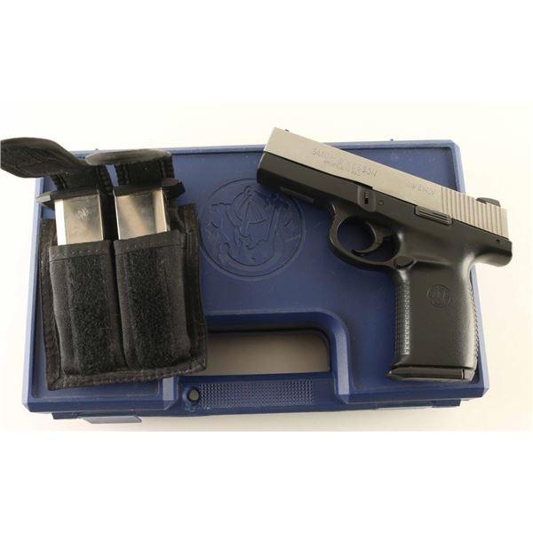 Smith & Wesson SW40V 40s&w SN: PBB1624