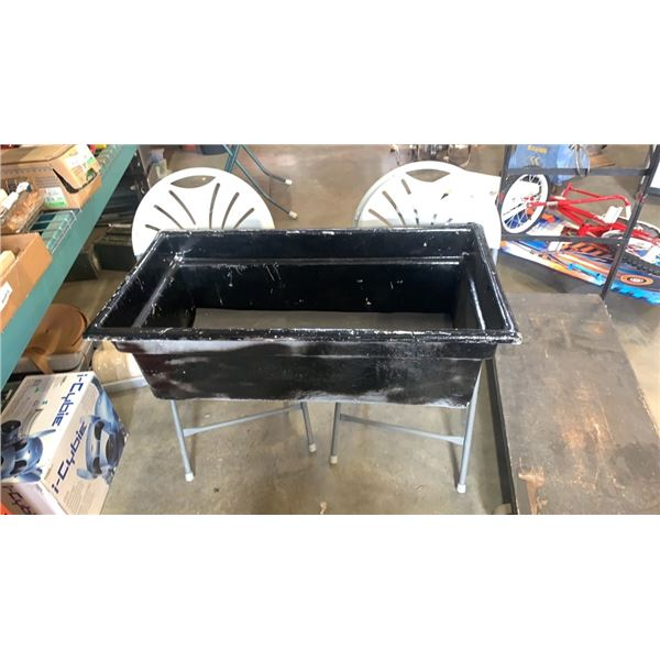 FIBERGLASS CONTAINER AND 2 FOLDING CHAIRS