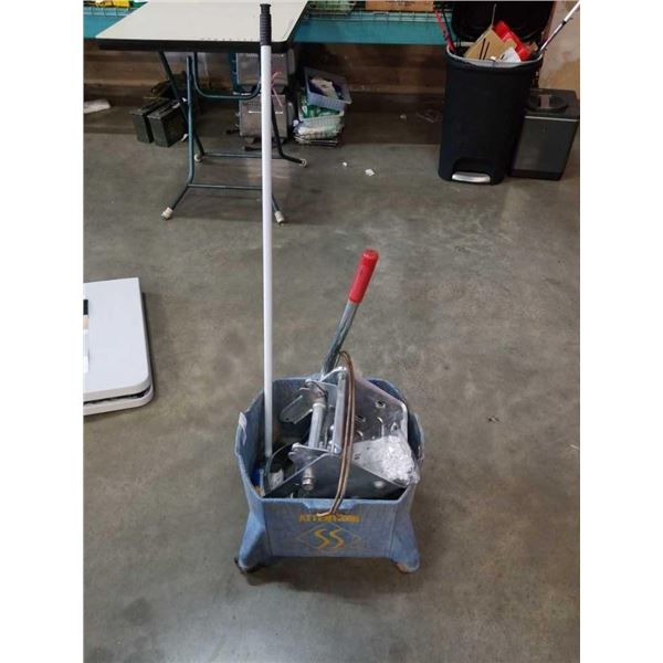 ROLLING MOP BUCKET WITH MOP AND WRINGER