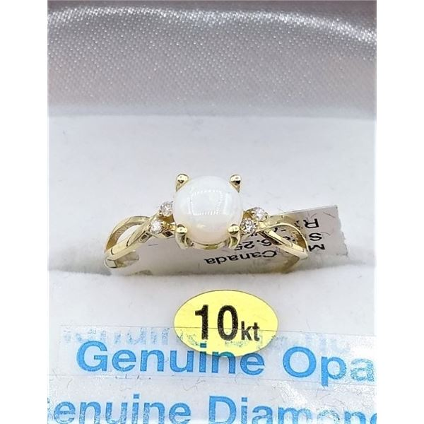 10KT YELLOW GOLD RING SET WITH OPAL AND 4 DIAMONDS W/ APPRAISAL $1415