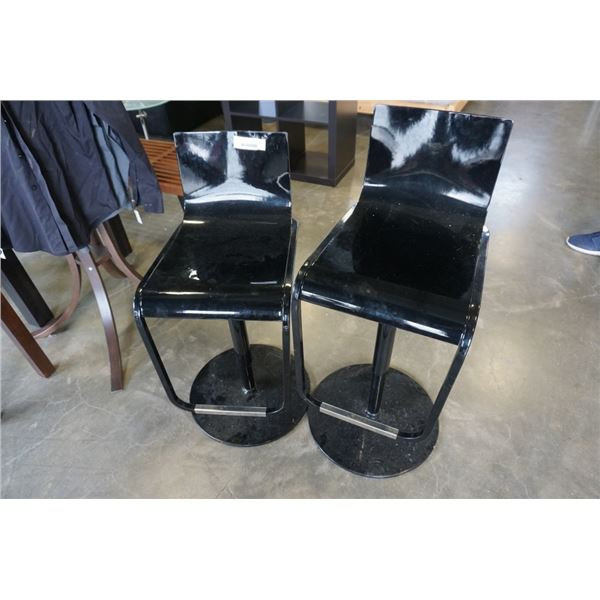 PAIR OF BLACK METAL GAS LIFT BAR STOOLS