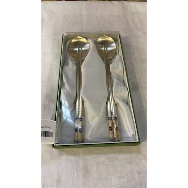 2 KOREAN 700 SILVER SUJEO SET SHALLOW SPOON AND 2 CHOPSTICKS