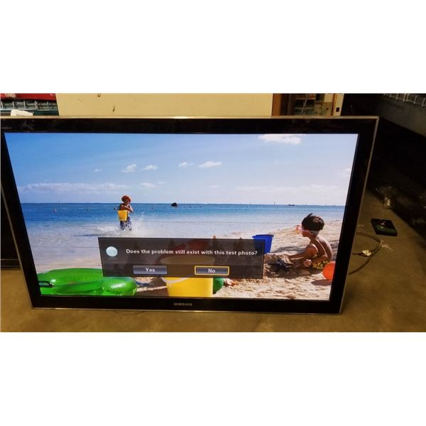 SAMSUNG 50 INCH PLASMA DISPLAY TV - WORKING, HAS LINES