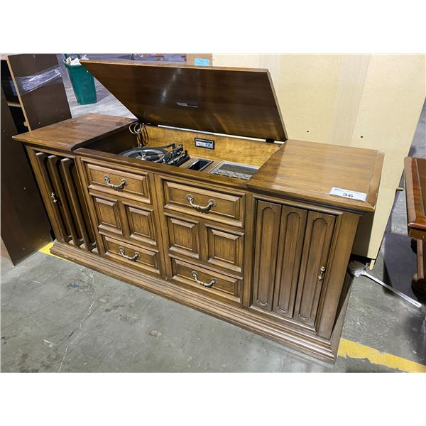 ALLEGRO SOUND SYSTEM BY ZENITH VINYL + CASSETTE PLAYER WITH BUILT IN SPEAKERS