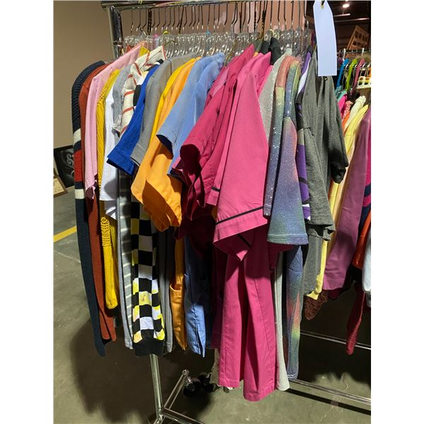 ASSORTED CLOTHING BRANDS SUCH AS : AMERICAN APPAREL, AMBERCOMBIE & FITCH, OLD NAVY, & MORE RACK I...