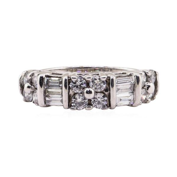 1.10 ctw Diamond Ring - 18KT White Gold
