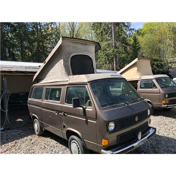 1985 VW WESTFALIA CAMPER, BROWN VIN# WV2ZB0252FH047732, 383019KM, 4 SPEED MANUAL, LOW KM ENGINE,