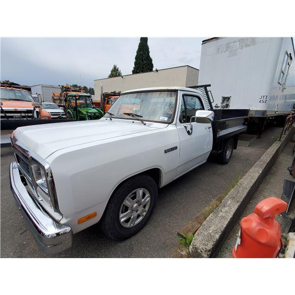 1993 DODGE D250 RAM, 2DR DUMP TRUCK, WHITE, VIN # 1B7JE26Z7PS138267