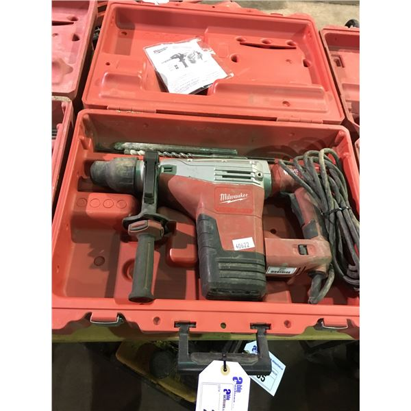 MILWAUKEE 120V CORDED 1-3/4  SDS MAX ROTARY HAMMER DRILL 5426-21 WITH ASSORTED BITS AND HARD CARRY