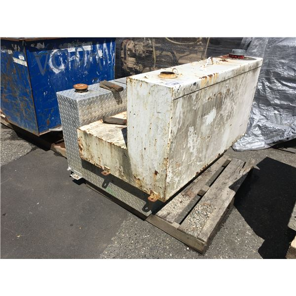 PALLET WITH STAINLESS STEEL CHECKER PLATE AND WHITE CUSTOM REFUELING TANKS