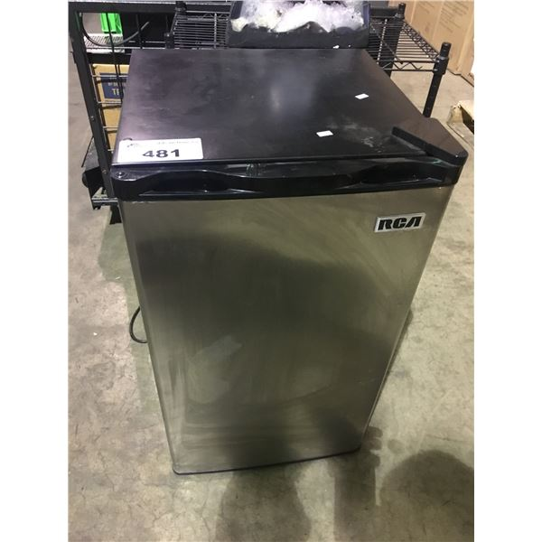 RCA BLACK AND STAINLESS STEEL BAR FRIDGE WITH FREEZER