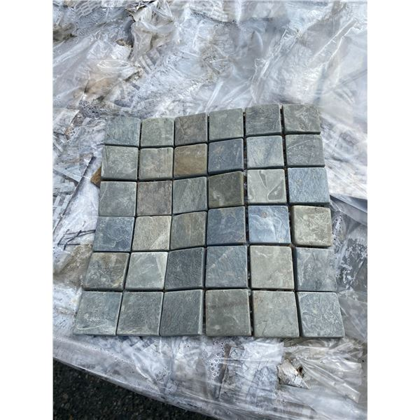 A pallet of Stone tiles (approx. 590 pieces)