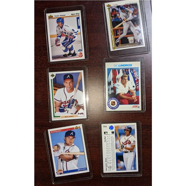 approx 20 baseball and hockey collectible cards