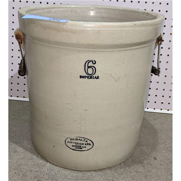 Medalta 6 gallon crock