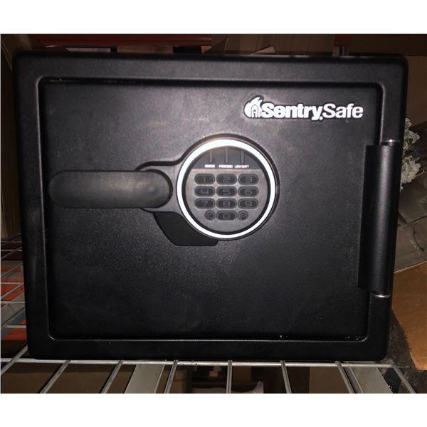 "Working Sentry Safe 16.5"" x 13.5"" x 17"""