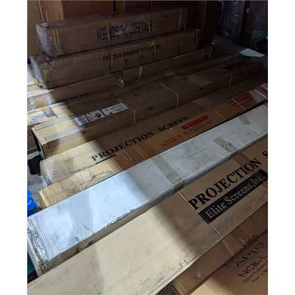 A large lot of assorted projector screens (approx. 11 pieces) - See pictures for sizes