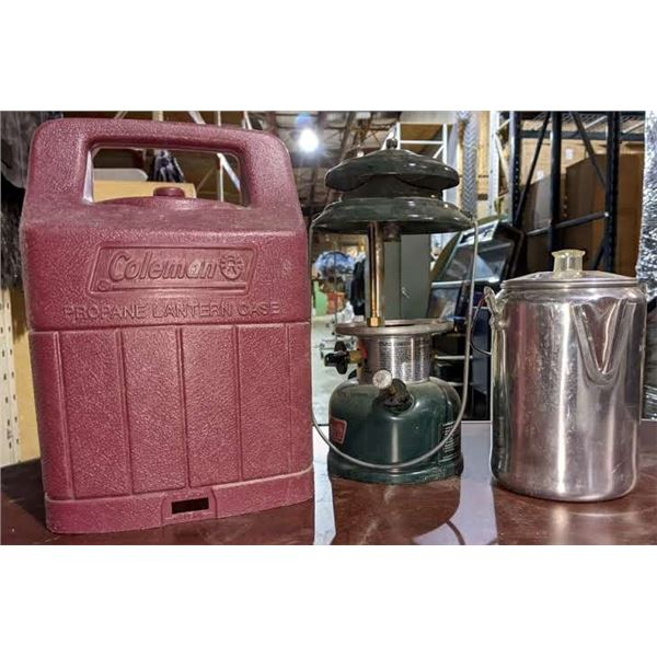 A large lot of vintage lanterns and thermos