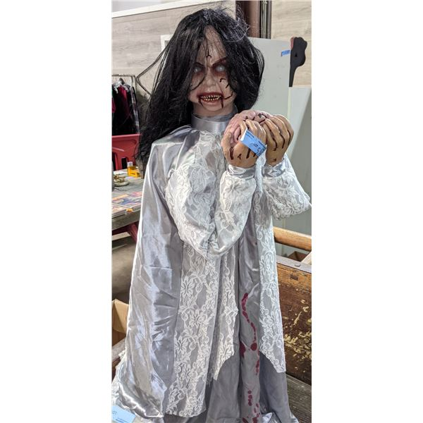 2011 Collector Zombie Girl - Mint shape fully functional